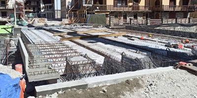 Proseguono i lavori di ricostruzione del ponte di Gaby  e gli interventi agli argini del torrente Niel